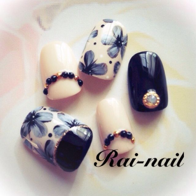 navy and white beautiful nail art