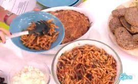 #Πλεξούδες με κόκκινη #σάλτσα, #αντζούγιες και #ελιές #eleni #ελενη #ΓιώργοςΤσούλης