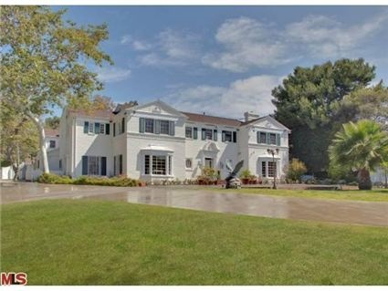 Gracious two-story Traditional sited behind gates and greenery on almost 1.5 acres: Beverly Hills, 90210, Sunsets Boulevard, 9521 Sunsets, Baby, Sunsets Blvd, Case, Gates, Living The Dreams