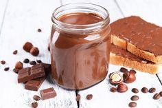 ***¿Cómo hacer Nutella Casera?*** Cremosa, deliciosa y la estrella de muchísimos postres. Aprende a hacer nutella casera con esta receta fácil y rápida.....SIGUE LEYENDO EN..... http://comohacerpara.com/hacer-nutella-casera_12096c.html