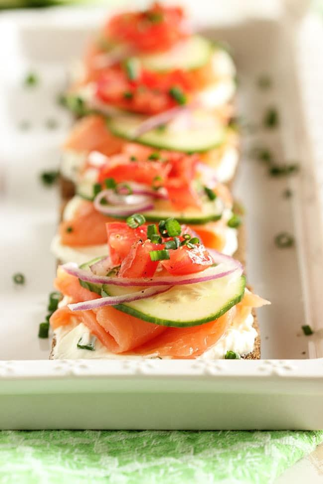 Die besten 25 salmon canapes ideen auf pinterest for Salmon mousse canape