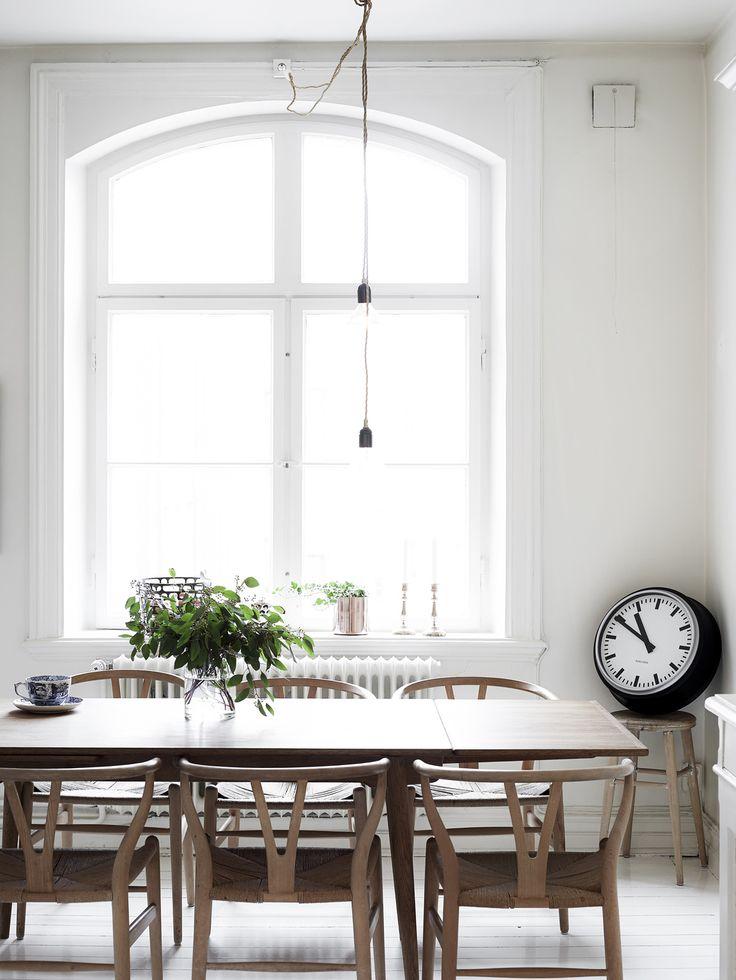 nordic_dining_room_grey_tone_decor_wishbone_chairs