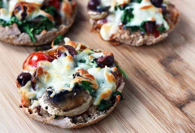 English muffin pizzas recipe - Remember these from your childhood? Now they're all grown up and healthy. And did I mention, super cheap?