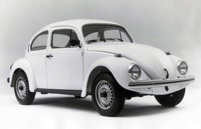 Segundo carro mais vendido do Brasil (atrás somente do Gol), o Volkswagen Fusca é um dos modelos mais procurados no mercado de usados. O popular se destaca pela mecânica robusta e de manutenção fácil   http://noticias.r7.com/carros/fotos/veja-20-carros-nacionais-do-passado-que-ainda-bombam-nas-ruas-de-hoje-20130315-2.html