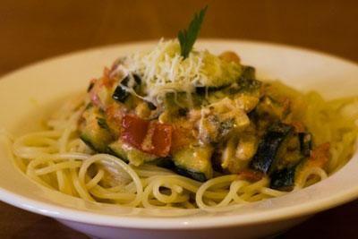 Cukkinis-spárgás spagetti recept képekkel