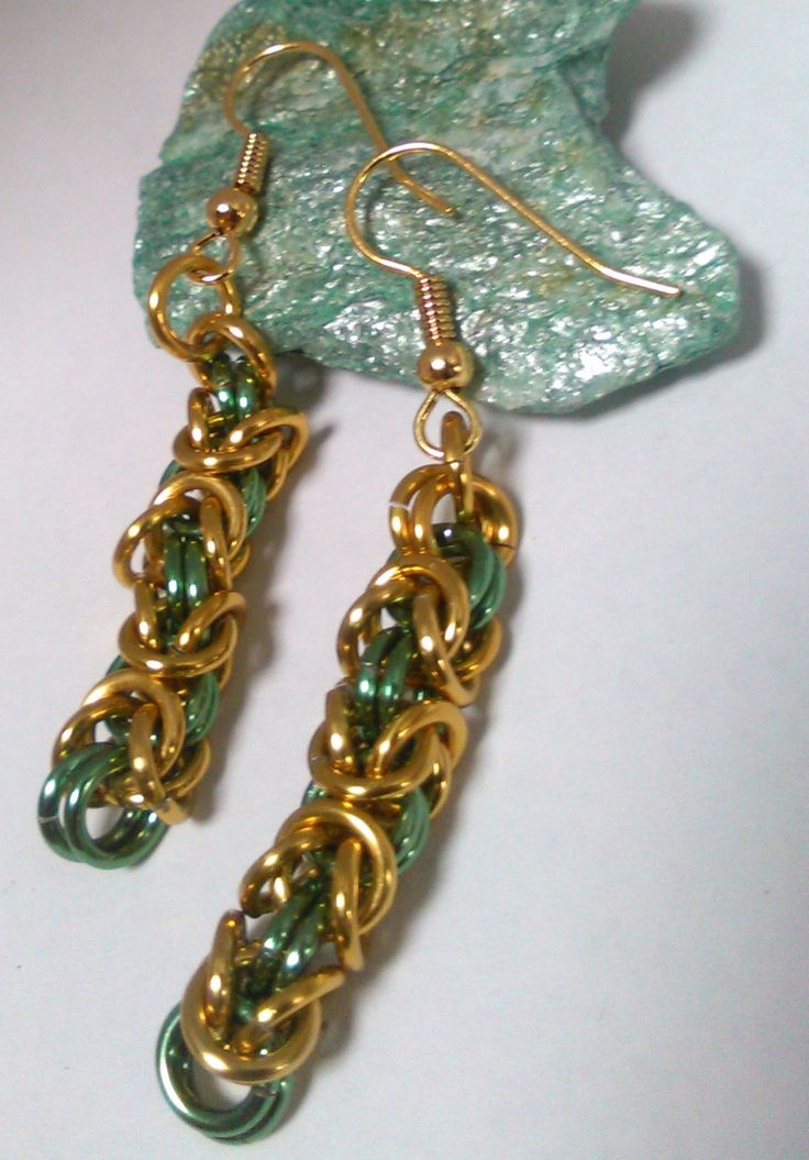 Zlatá s mátou Náušnice z lehkých hliníkových kroužků v barvě zlaté a mátově zelené.