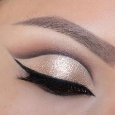 Shimmery, rose gold cut crease eyeshadow featuring Stila Dusty Rose Magnificent Metals eyeshadow. #eotd Asian makeup: