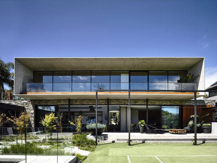 Australian practice Matt Gibson Archtecture drew inspiration from mid-century Modernist architecture in Brazil for the design of this Concrete House in a suburb of Melbourne.