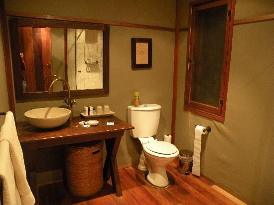 Zululand Tree Lodge - bathroom ...