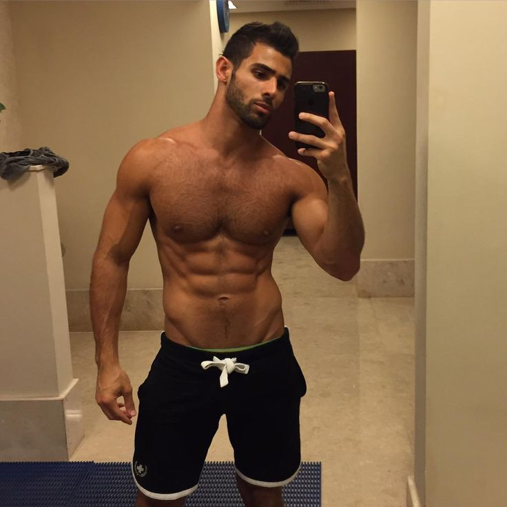 hot guy taking a sexy selfie gymselfie fitselfie
