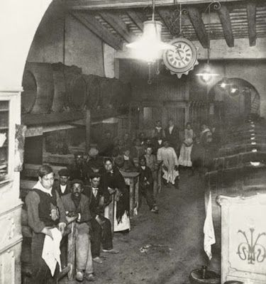 "Taberna ""La Mina"", en la calle del Arco del Teatro. Foto: Frederic Ballell"