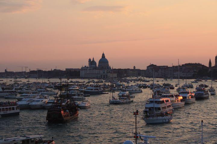 Il bacino di San Marco al tramonto durante la Notte del Redentore a Venezia