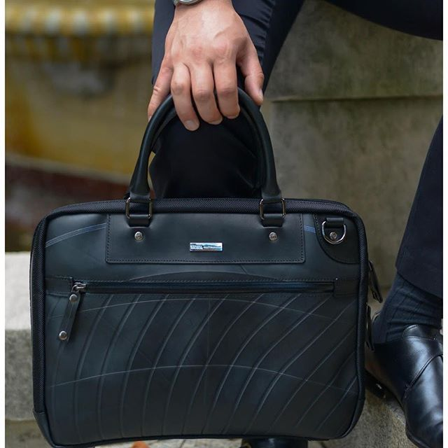 Stand out in the crowd (silm briefcase PS-083 from SEAL)