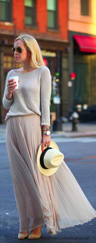 Soft sweater, pleated maxi