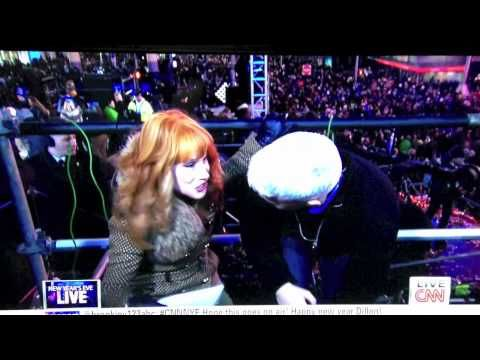 Kathy Griffin tries to kiss Anderson Cooper's crotch on New Year's Eve