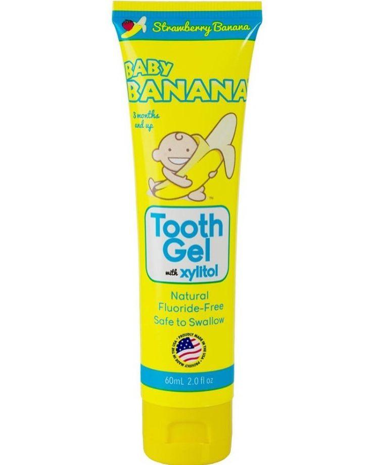Baby Banana Muz ve Çilek Aramolı Diş Macunu 3 Ay ve Üzeri  Baby Banana Diş Macunu Muzlu Çilekli 3 ay ve üzeri  Doğal içerikli Baby Banana diş macunu yutulabilir özelliktedir.  Floridsizdir muz ve çilekten oluşan bir tadı vardır. İçeriği tamamen doğaldır.  Doğal xylitol içerir. Xylitol klinik olarak kanıtlanmış faydaları itibariyle diş çürüğü riskini azaltır dişi kuvvetlendiren kalsiyum sağlar dişi korur ve güçlendirir.  Baby Banana diş macunu dişleri ve diş etlerini güvenli bir şekilde…