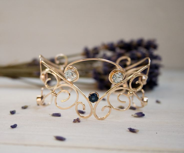 gold bracelet with aqamarines and sapphires
