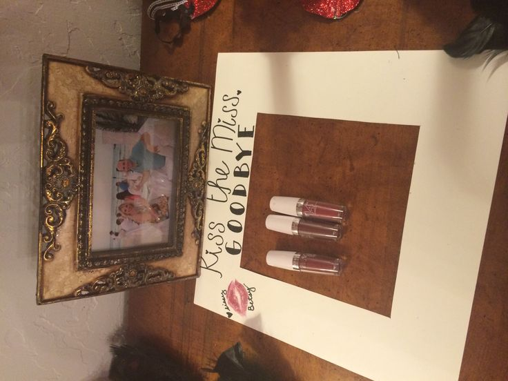 Kiss the miss goodbye bachelorette DIY picture frame. Have all the guests kiss the frame!