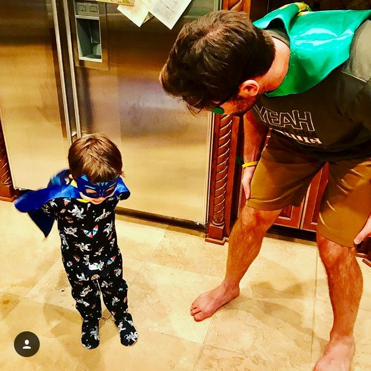 Retired Captain of Nashville Predators Mike Fisher, w/his son Isaiah. This is a typical night at the Fisher/Underwood house. Mike's wife is Grammy winning 🏆country music superstar 🌟 🎻🎹🎸Carrie Underwood!!👰🏼 Mike gets to enjoy Lotsa nights like this now that's he not leading our boys 🙀 w/all his amazing leadership skills as well as entertaining us w/all his talent & magic on the ice! 🏒🥅 This year won't be the same w/o you Fish!!🐟 I'm sure you'll be missed more than you'll ever know!