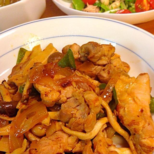 炒め物は玉ねぎ、ピーマン、しめじも炒めてバランスよく。 スナップエンドウをいただいたので お豆のサラダに。 - 13件のもぐもぐ - 鶏肉のケチャップ甘酢炒め、お豆のサラダ by catnip3139d45