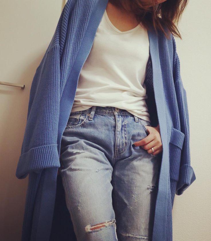 今年はブルーが綺麗です 差し色に赤がいいって 雑誌に載ってたよっ.゚ 展示会でもブルー多かった印象 このブルーのカーディガンも とってもいい色 Tシャツとジーンズでサラッと羽織ってみました  #agnost #2017ss #春物 #newarrival #knitcardigan #カーディガン #ロングカーディガン #ブルー #キレイ色 #デニムコーデ #denimcoordinate #デニムコーデ #デニムとtシャツ #outfit #ootd #今日のコーデ #今日の服 #アラサーコーデ #アラフォーコーデ #大人女子 #unsourireコーデ #吹田市 #吹田市セレクトショップ #吹田市関大前セレクトショップ #セレクトショップアンスリール #セレクトショップunsourire #内装工事中