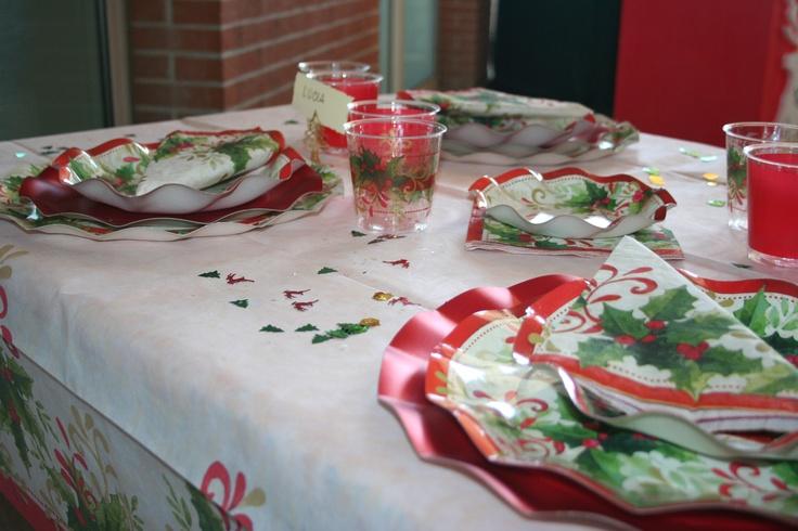 #Piatti di Carta, #Tovaglie TNT, #Tovaglioli e #Bicchieri Kristal nel decoro #Agrifoglio per una #Tavola di Natale #Tradition http://store.creationseventi.com/natale-1/tutto-per-la-tavola.html?p=2