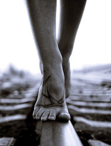 """""""Pequenas Epifanias"""":  """"Porque andei sempre sobre meus pés,e doeu-me às..."""