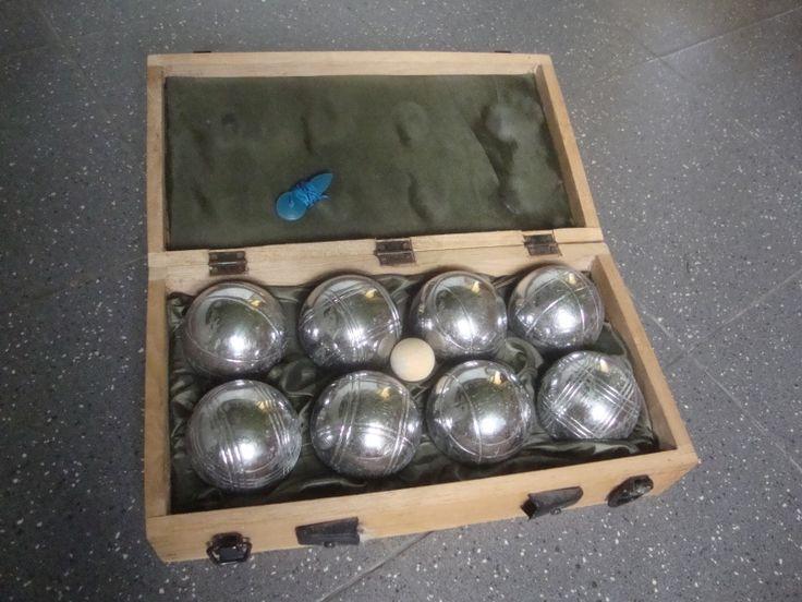 8 boules de pétanque   cochonnet   fil à mesurer. #Location Boules de pétanque #Paris 2ème (75002)_http://www.placedelaloc.com/location/sport-loisirs/jeux-jouets