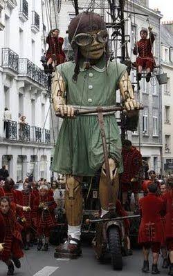 La petite géante,  Royal de Luxe, Nantes, France.