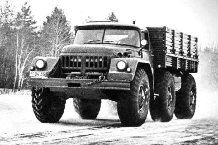 4,5-тонный грузовик ЗИЛ-132 с кабиной от модели ЗИЛ-131, 1960 год.