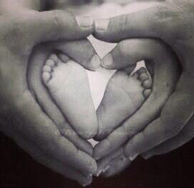 Beautiful pic to have with your new born <3