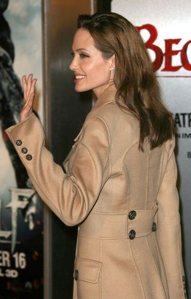 """Angelina Jolie Photos - Actress Angelina Jolie arrives at the premiere of Paramount Pictures' 'Beowulf' at the Westwood Village Theatre on November 5, 2007 in Los Angeles, California. - Premiere Of Paramount Pictures' """"Beowulf"""" - Arrivals"""