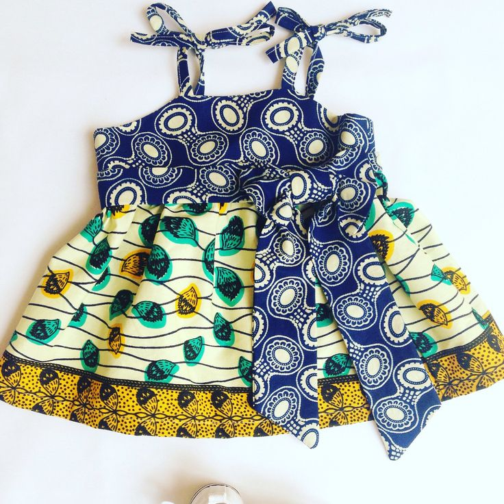 Soooo cute in a size 3-6 months! ❤️ 100 % cotton African Wax Print.