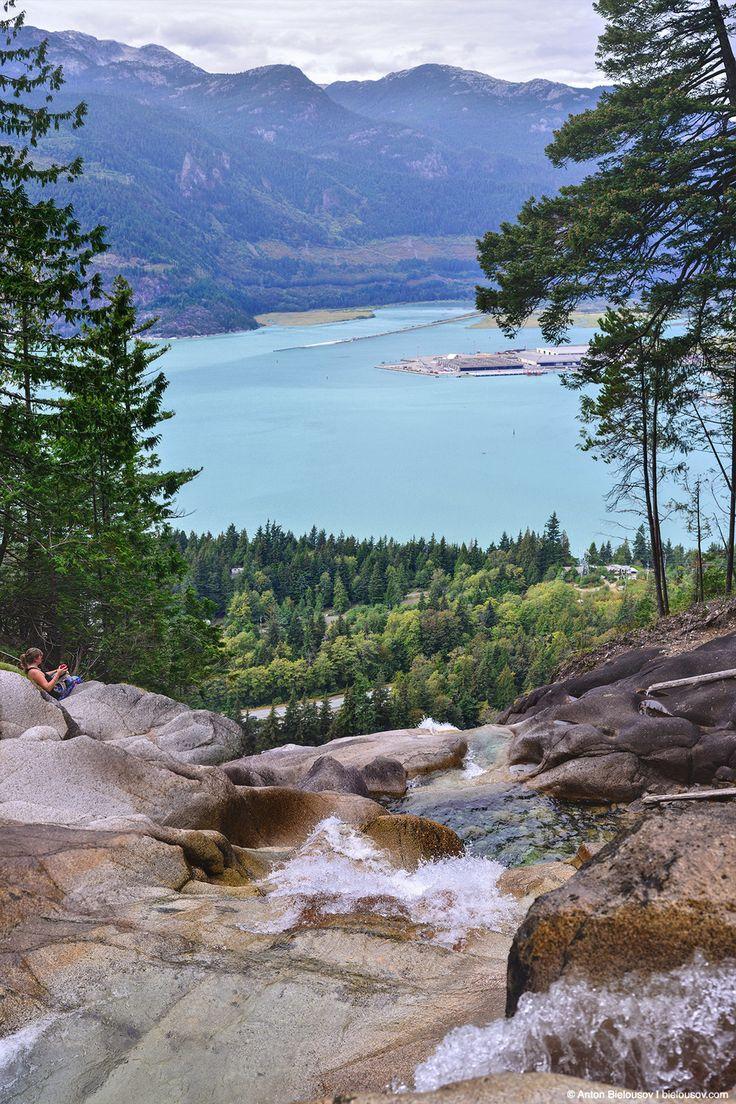 Красота, один из лучших видов с вершины водопада на моей памяти.
