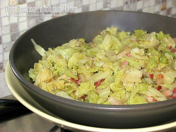 Preparare il Cavolo Verza stufato con pancetta è semplicissimo, in poco tempo otterremo un gustoso contorno, ricco di sapore, un ottimo piatto invernale..