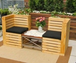 Indoor and Outdoor Pallet Bench Sitting Area - Pallet Furniture too. ^_^
