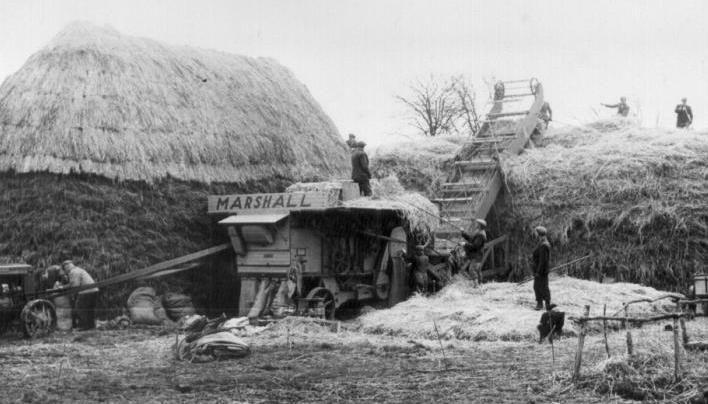 Eight Man Threshing Crew Farm Scenes Pinterest An