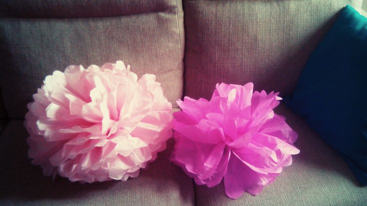 DIY pompoms in carta velina :) sono gli addobbi che ho fatto per il primo compleanno di mia figlia.