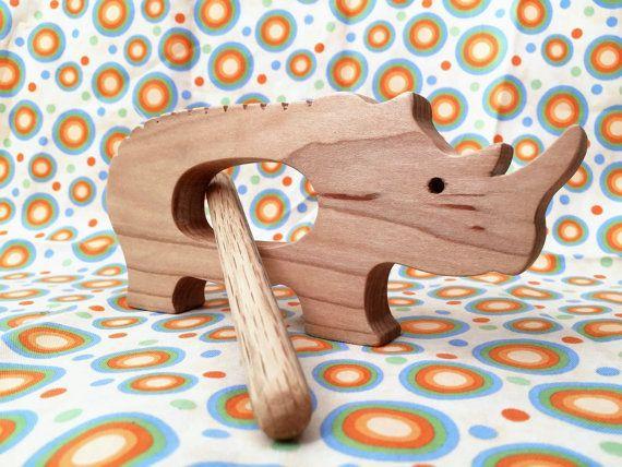 Rocky lInstrument de Percussion Rhino jouets en par WeeWoodworks