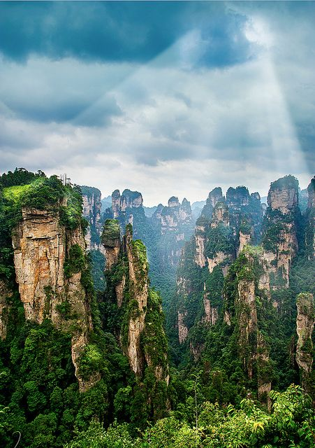 Tianzi Mountain (天子山) is located in Zhangjiajie in the Hunan Province of China, close to the Suoxi Valley
