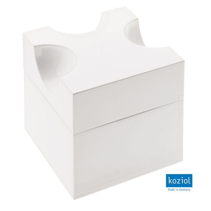 Rallador de queso con depósito en color blanco. Fabricado en plástico libre de melamina y BPA.