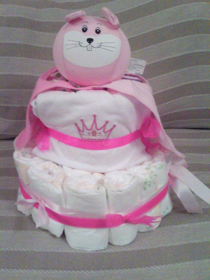 τούρτες από πάνες για νεογέννητα ή για παιδάκια μικρά που φορούν πάνες, με πάνες που μπορούν να χρησιμοποιηθούν και χρηστικά δωράκια για μαμάδες και μωράκια