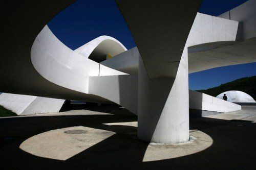 Make Blog: Every few years I stumble onto something about Brazilian architect Oscar Niemeyer and discover that he's still alive. He's now 103 and 157 days old which is without doubt the perfect moment for a little pictorial retrospective…