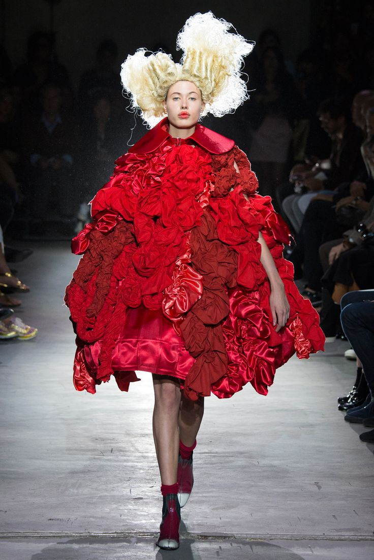 Not sure what is Ready-to-wear about this. Would you wear it? - Comme des Garçons Spring 2015 Ready-to-Wear - Collection - Gallery - Look 1 - Style.com