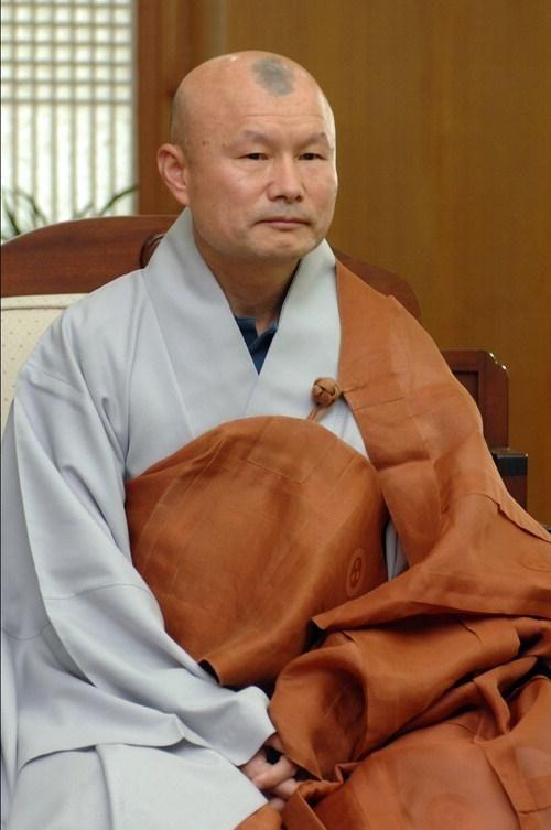 http://koreandogs.org/call-for-action-write-to-venerable-jinhwa/
