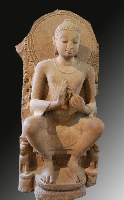 """INDE Bouddha assis, British Museum, Londres Maitreya est le nom du futur Bouddha, celui qui doit advenir. Dans la tradition bouddhiste il régne sur le """"paradis"""" Tusita, comme Bodhisattva de la """"dixième terre"""" en attente du passage à l'insurpassable parfait éveil qui lui permetra de devenir le nouveau Bouddha et de revenir parmis les hommes. Cette venue sur terre est prévue à Bénarès (Varanasi) pour y réorienter l'humanité vers l'Eveil"""