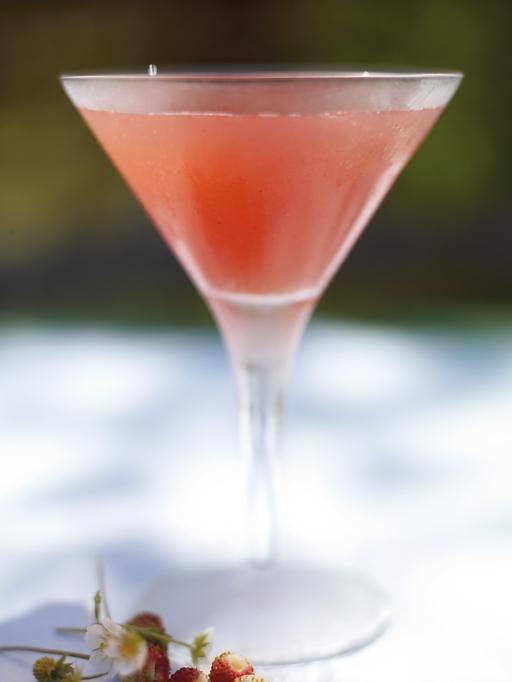 strawberry martini (fresh strawberries, vodka, dry vermouth, lemon) | Jamie Oliver