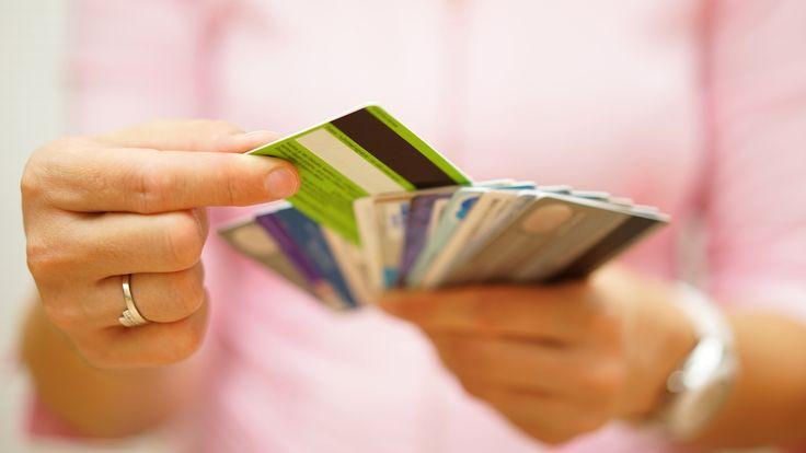 La normativa europea que prohíbe los recargos en pagos con tarjeta entra este sábado en vigor