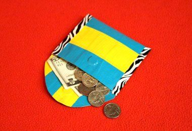 Duct Tape Coin Purse - Trying this with my camp kiddos! I hope it works out! Lol