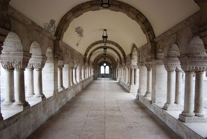 XL-125 Vliesová fototapeta XL - Ancient Corridor
